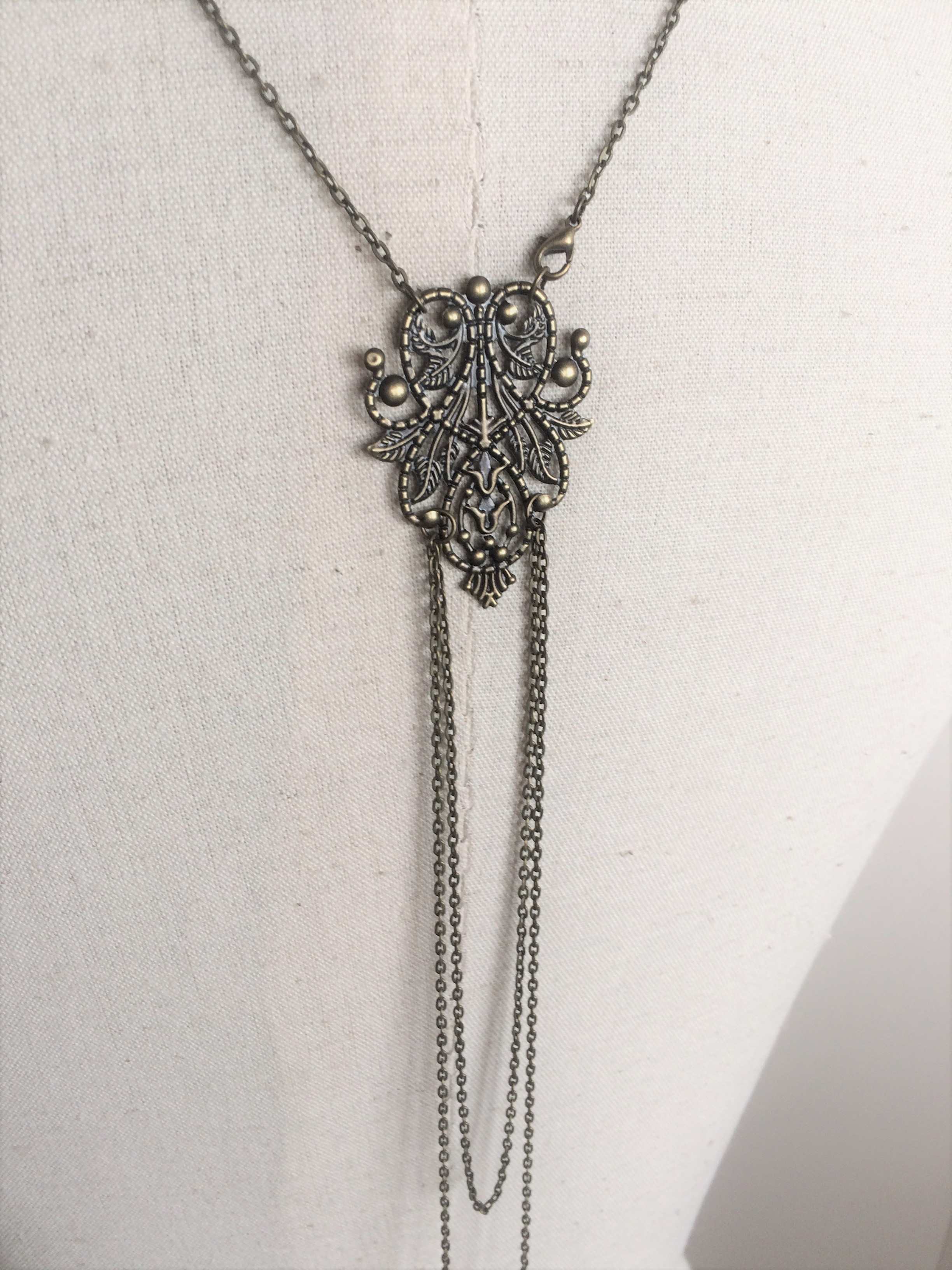 chlo collier bijou de dos mariage bronze avec perles swarovski les bijoux d 39 aki. Black Bedroom Furniture Sets. Home Design Ideas