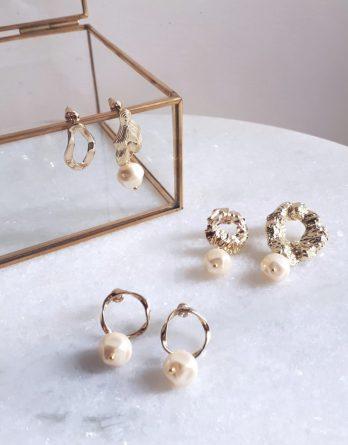 Marais - Boucles d'oreilles dorées avec perles baroques en cristal swarovski