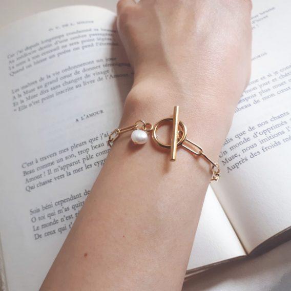 Cléo - Bracelet minimaliste hypoallergénique avec perle d'eau douce