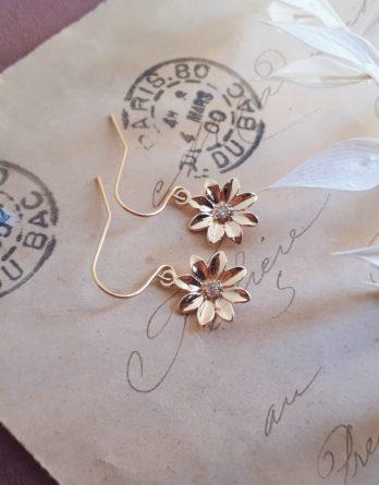 Magali - Boucles d'oreilles fleurs délicates dorées à l'or fin 24K avec zircons