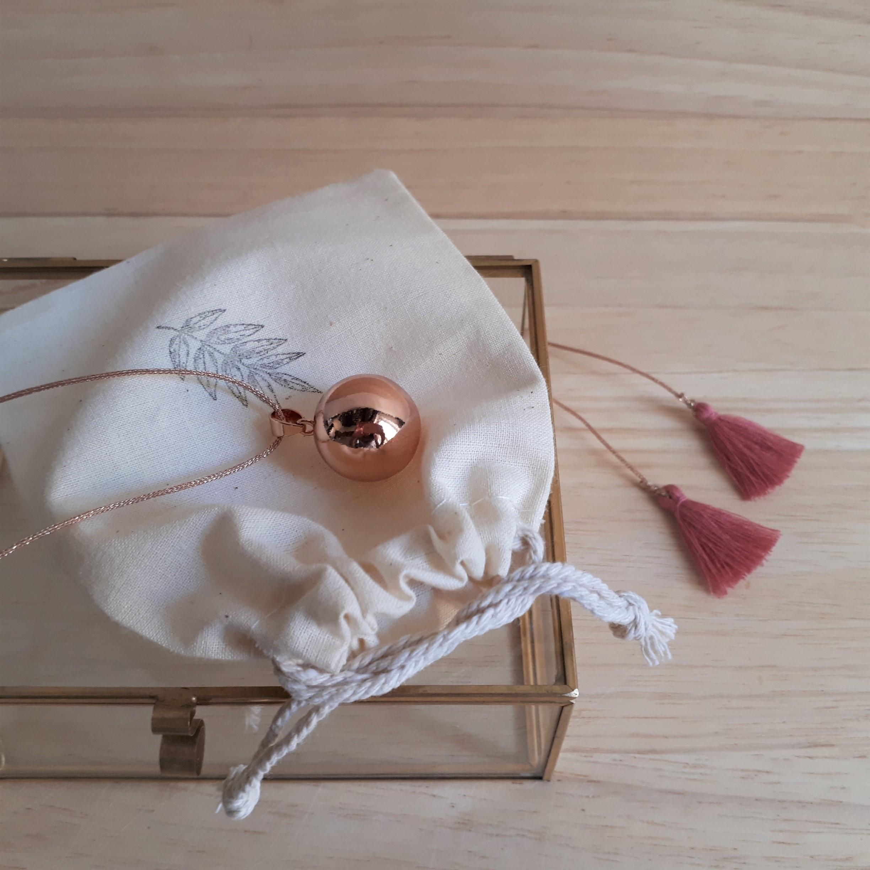 lilou bola de grossesse pregnancy necklace les. Black Bedroom Furniture Sets. Home Design Ideas