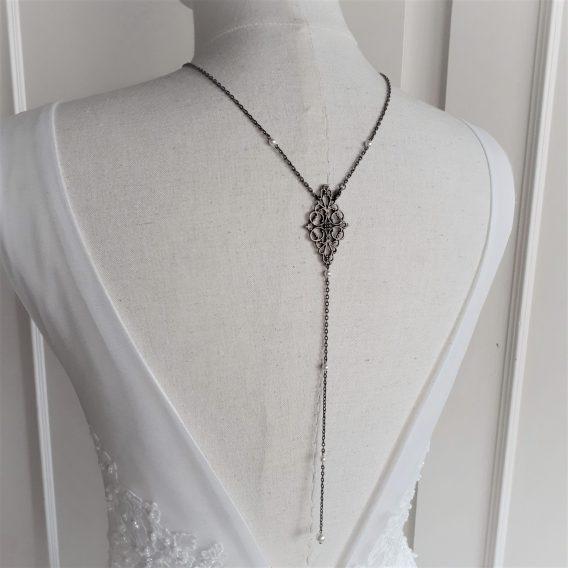 Jade - collier avec bijou de dos