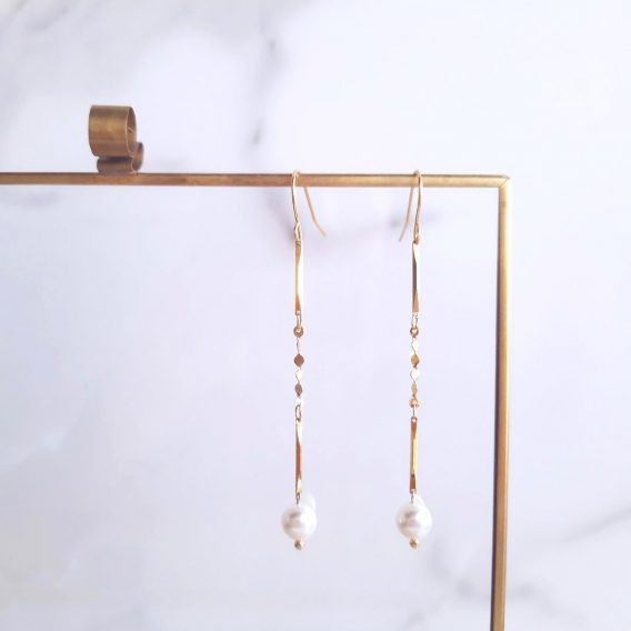Ambre - Boucles d'oreilles minimaliste plaqué Or 24K avec chaîne et perles Swarovski